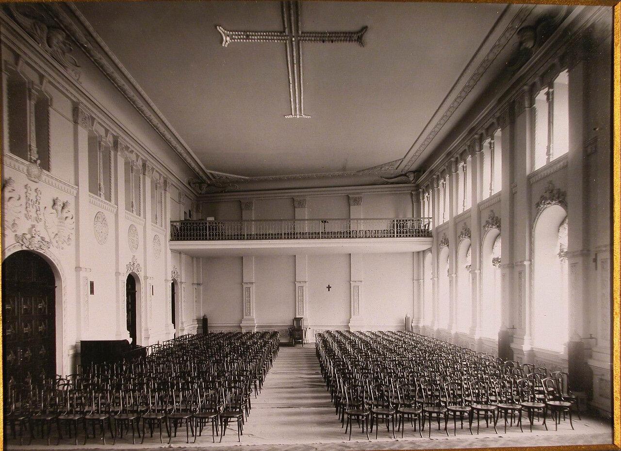 07. Вид западной части главного зала Епархиального дома
