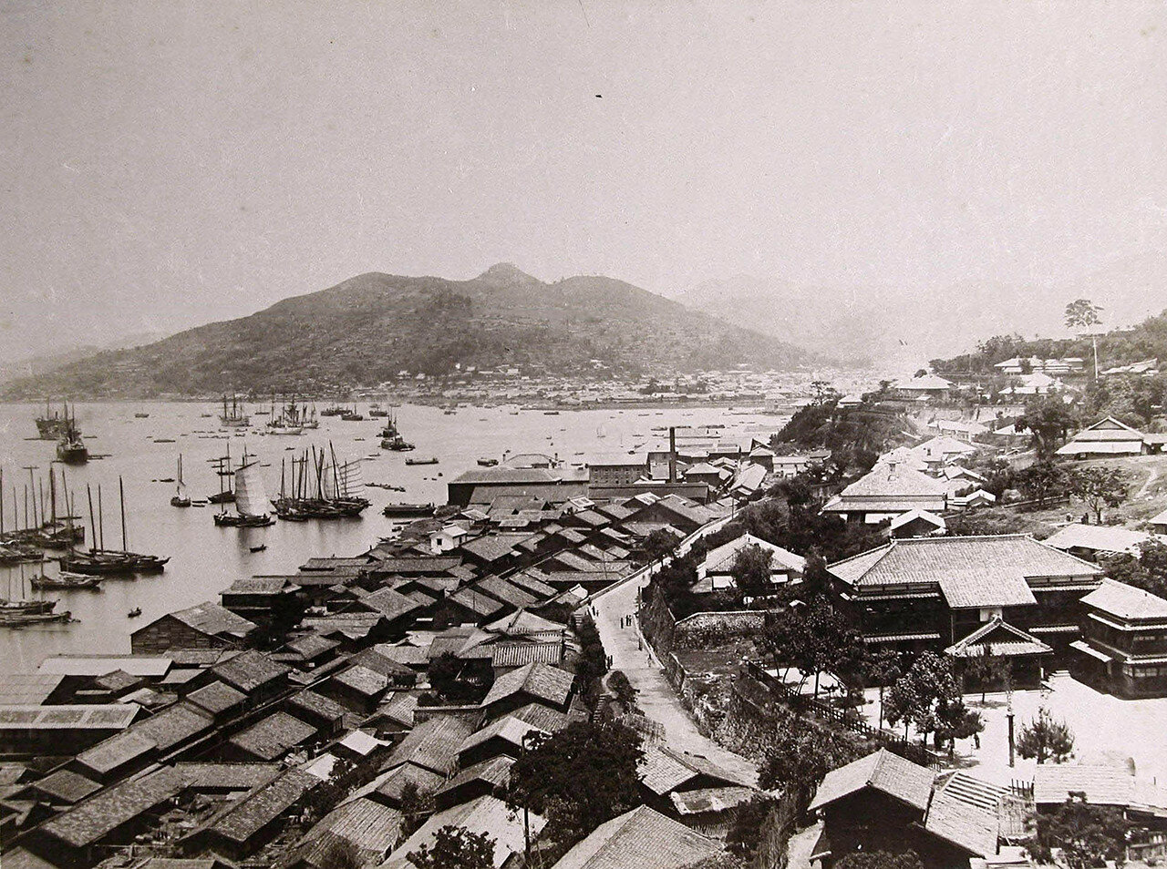 36. Вид на бухту и жилые дома. Порт-Артур. 14 октября 1900