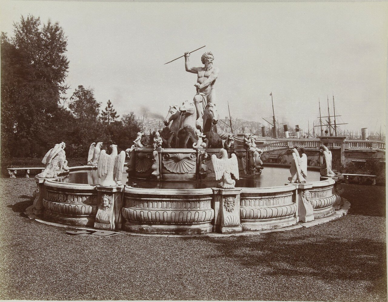 Фонтан Нептуна на площади Пьяцца-дель-Принсипе