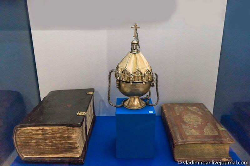 Геннадиевская библия, кадило и Собрание сочинений Максима Грека