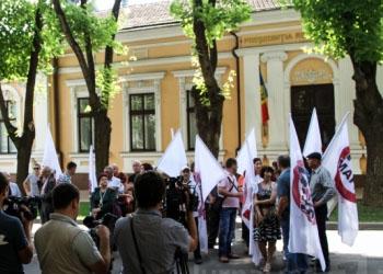 Протест перед зданием госрезиденции: «Тимофти должен отозвать награды!»