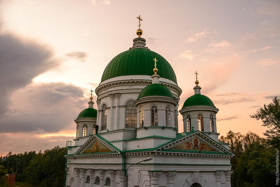 Саров православный храм