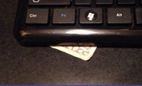 прикол для друга рожа под клавиатуру