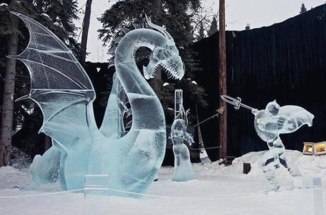 Потрясающие ледяные скульптуры начемпионате-выставке Ice Alaska.