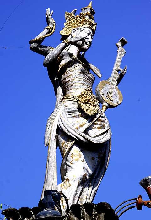 Статуя Сарасвати в Убуде