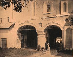 Вид на Святые ворота в Кирилло-Белозерском монастыре. Вологодская губ.