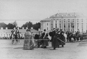 Освящение штандарта на плацу перед Екатерининским дворцом  в день  празднования 100-летнего юбилея конвоя.