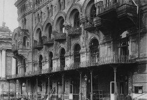 Фасад здания театра после пожара.