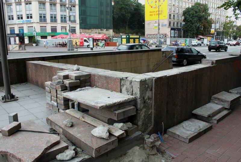 Подземный переход к гостинице Днепр