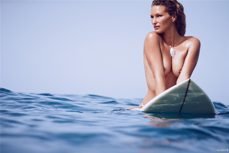 Немецкая серфингистка Джанни Хёншейд / Janni Honscheid - Playboy Germany august 2014