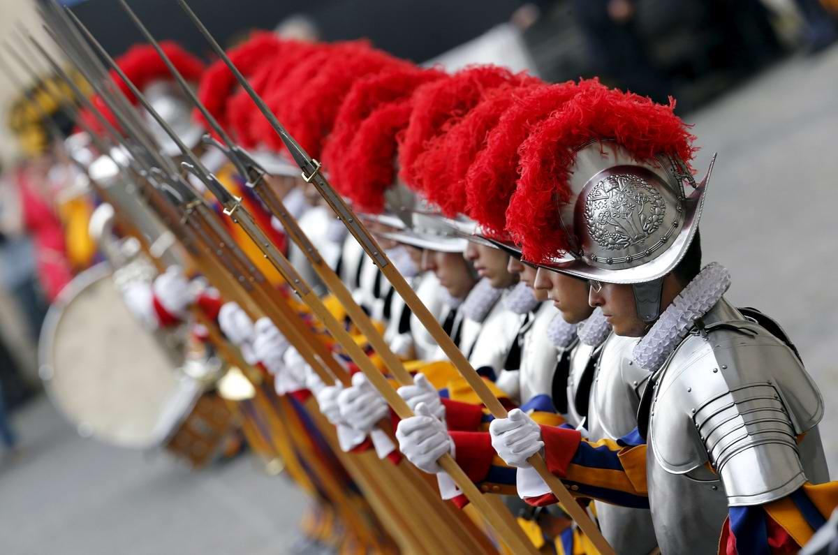Швейцарская гвардия Ватикана: Новобранцы присягают на верность Папе Римскому (21)