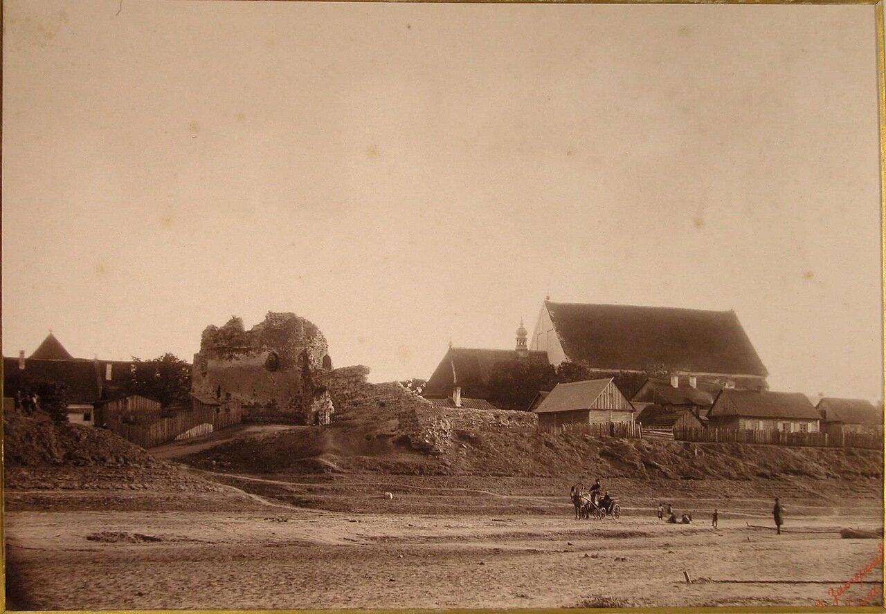 12. Вид на развалины замка королевы Боны