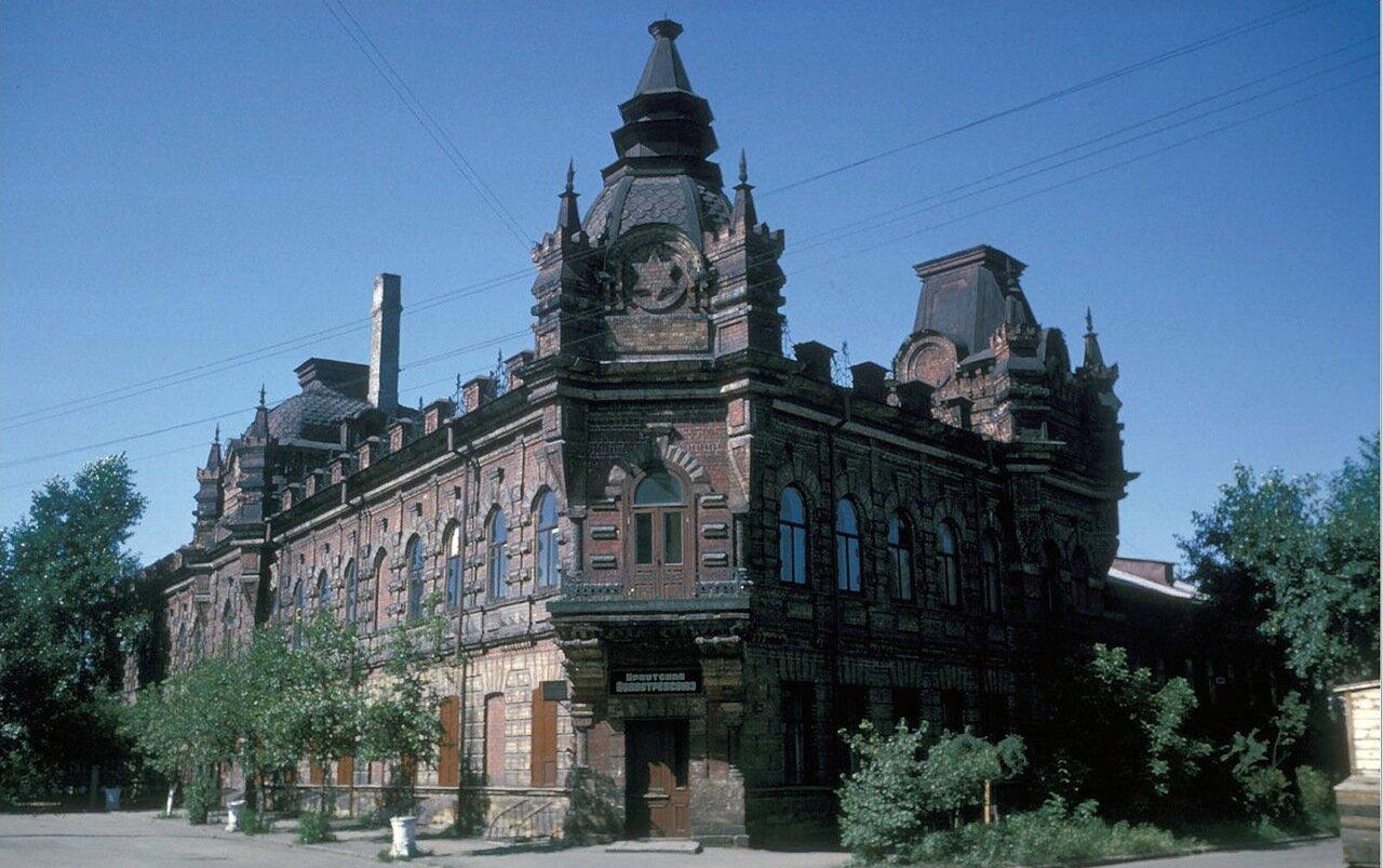 Дом купца Файнберга. Ул. Халтурина, 1. Сейчас принадлежит библиотеке имени Молчанова-Сибирского