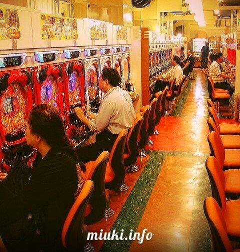 Чем игровые клубы Японии привлекают игроков