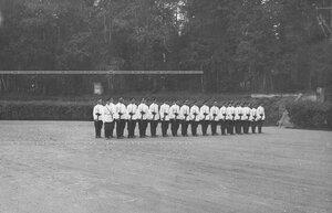 Солдаты полка в строю в саду дворца великого князя Георгия Александровича.