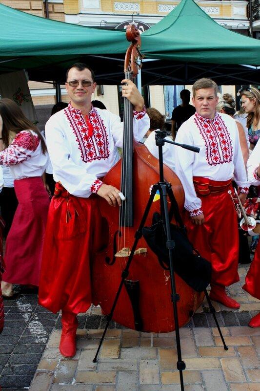 Музыканты на открытии Парада вышиванок
