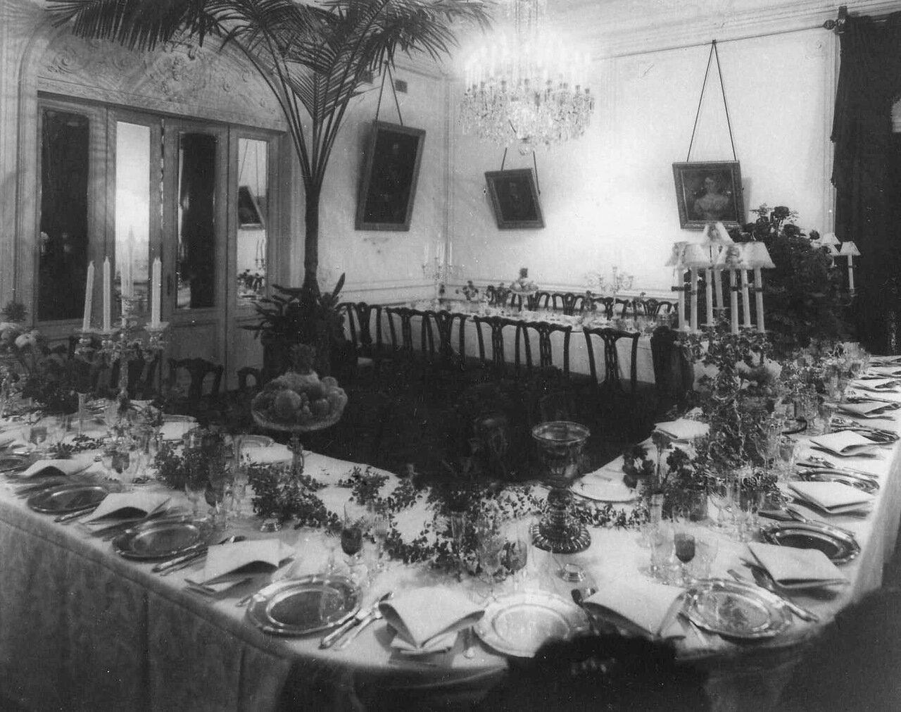 31. Столовая в посольстве. 1913