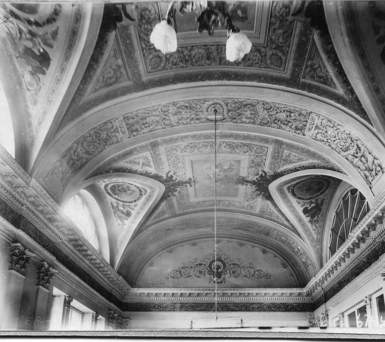 33. Орнамент в Обеденном зале посольства