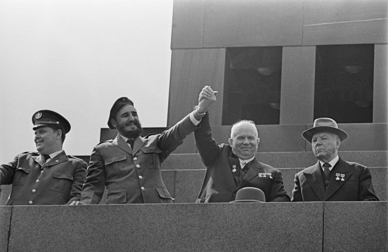 Сталин на трибуне картинки