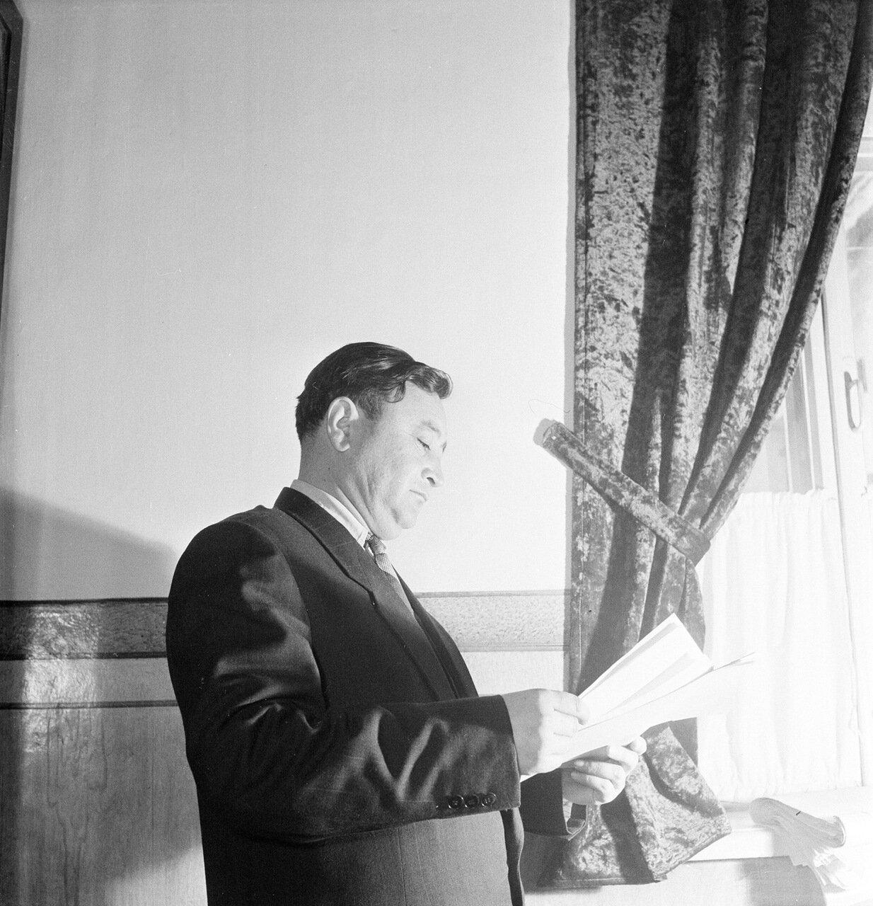 Заместитель министра культуры, драматург Сабир Мухамедов 1958