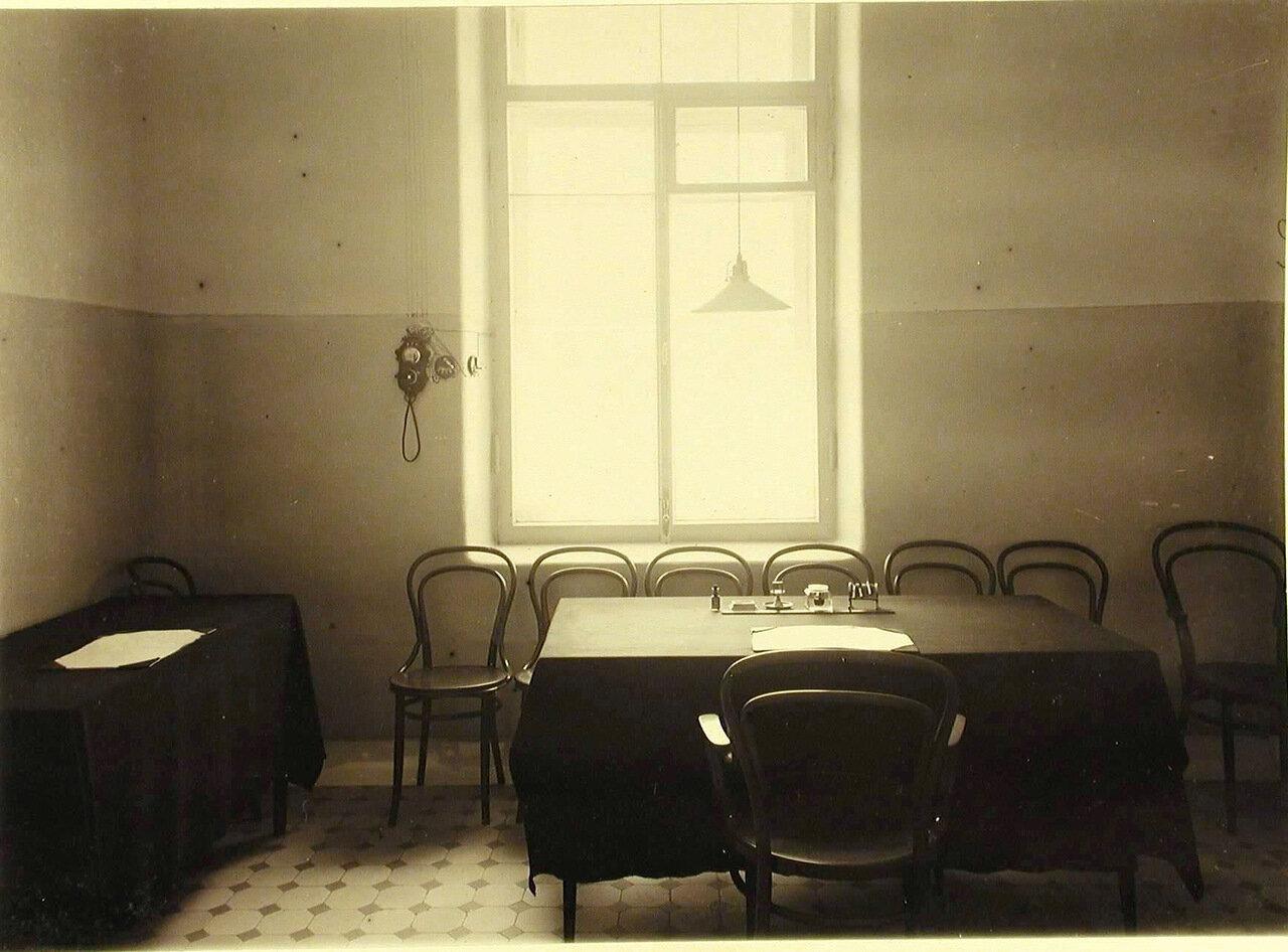 12. Комната для врачей больницы общины