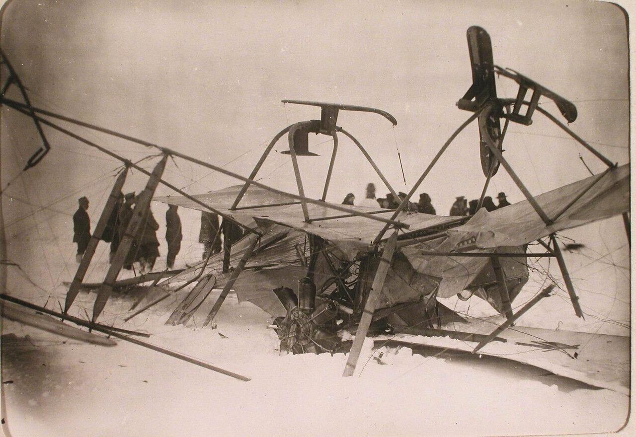 31. Вид летательного аппарата Фарман-22 в момент неудачной посадки