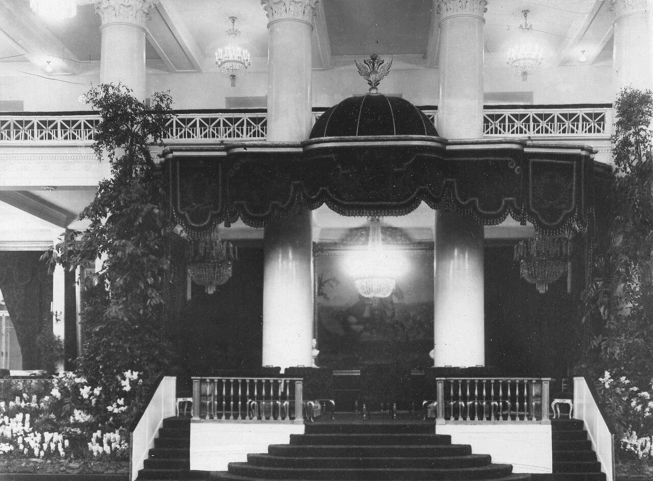 11.Часть зала Дворянского собрания - Императорская ложа. 1914