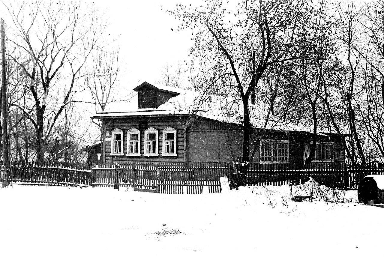 1981. Улица Нижняя, вид на правление колхоза Огородный Гигант. Помимо правления, в нем размещались технические службы музея, затем ресторан