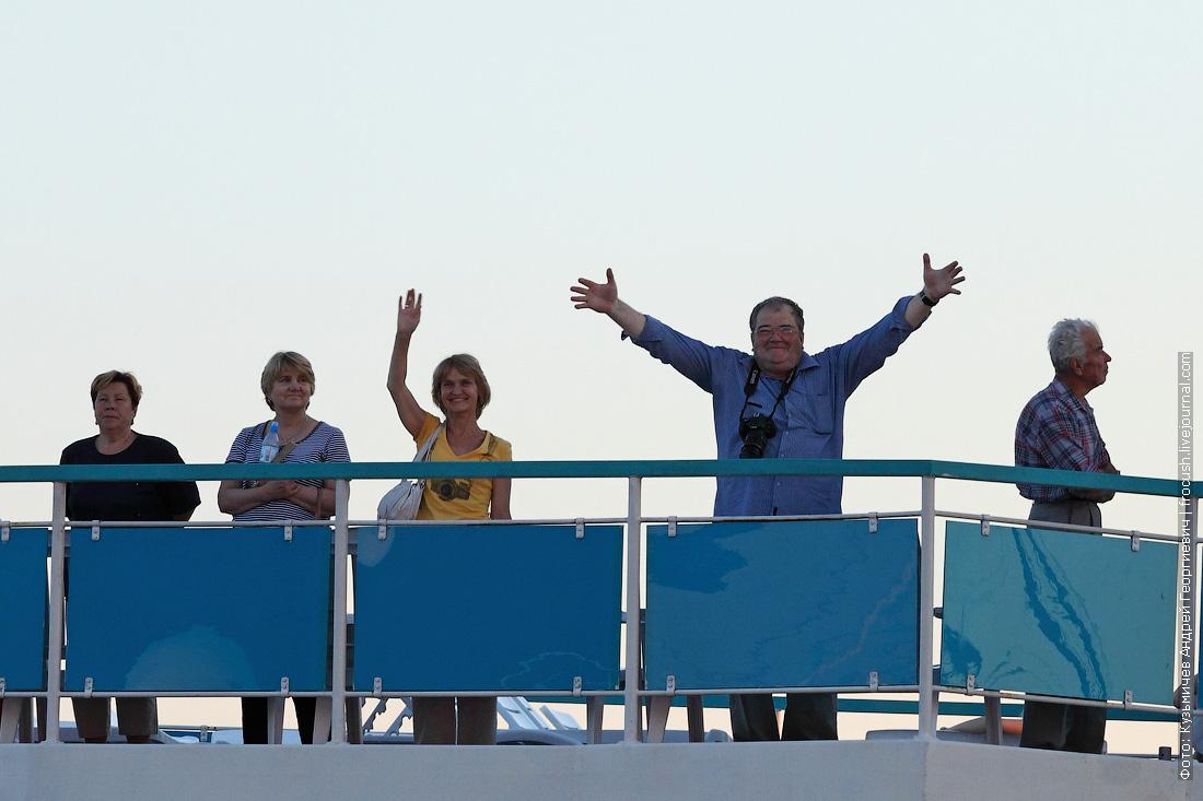 туристы теплохода Русь Великая
