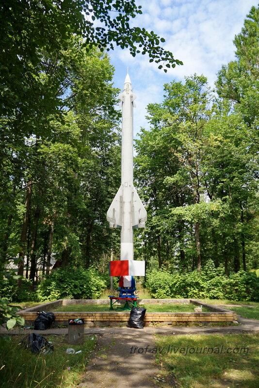 Памятник ракете С-25 в военном городке 799 зенитного ракетного полка, Часцы