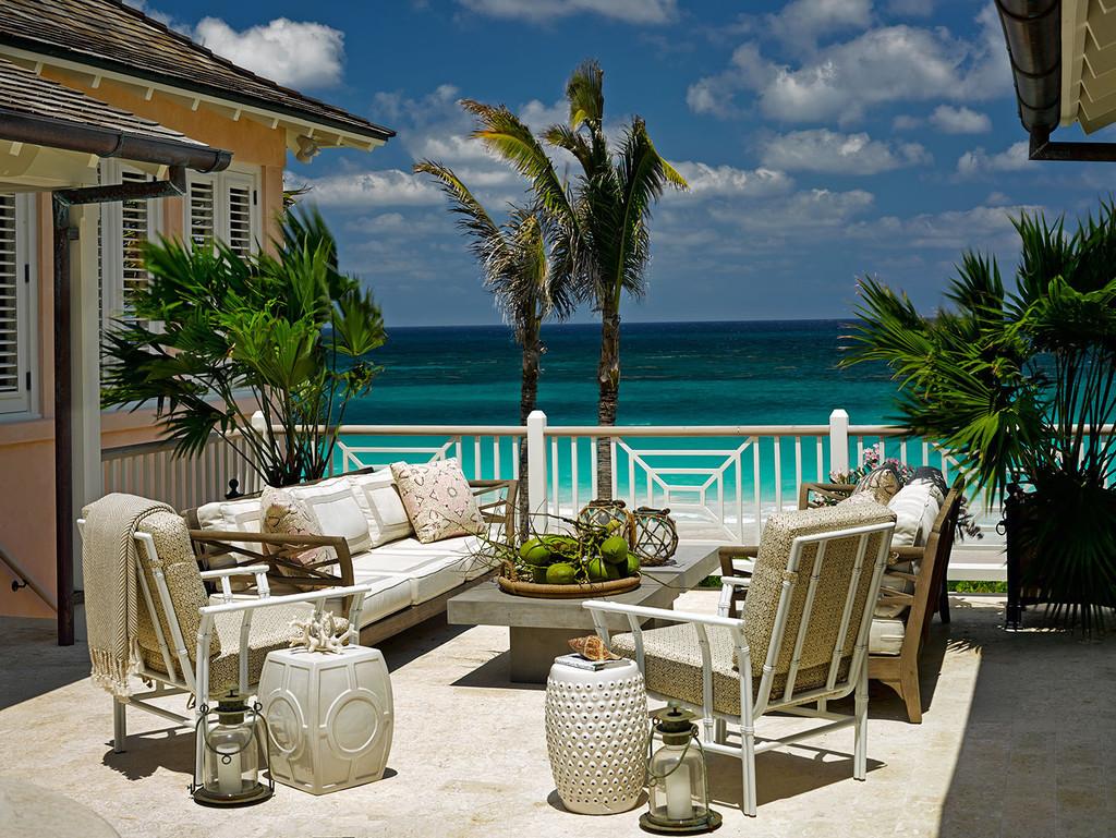 терраса, вид на океан, кресло, диваны, пальмы, стол