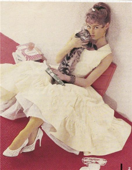 Бриджит Бардо с кошкой