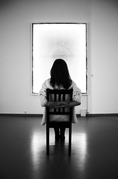 девушка у окна психодел