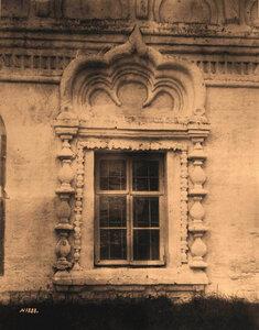 Вид окна с наличником Спасской церкви. Владимир-на-Клязьме г.