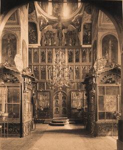 Вид части иконостаса и царских врат в приделе церкви Рождества Христова. Ярославль г.