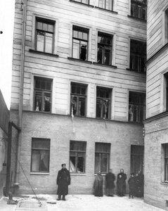 Двор дома, в котором была взорвана квартира  начальника Петербургского охранного отделения полковника  Сергея Георгиевича Карпова.
