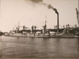 Линейный корабль «Севастополь» у набережной Балтийского завода