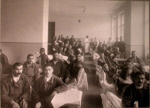 Раненые в палате лазарета,устроенного Армянским Благотворительнымобществом.