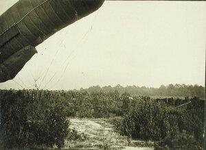 Солдаты роты спускают аэростат после корректировки стрельбы крепостных батарей по немецкой батареи, прозванной Эльза.