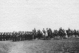 Император Николай II на смотре войск перед отправкой их на Дальний Восток.