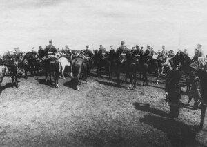 Прибытие императора Николая II к месту расположения войск, отправляемых на Дальний Восток.