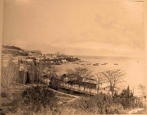 Вид на город и побережье с террасы гостиницы Россия. Ялта