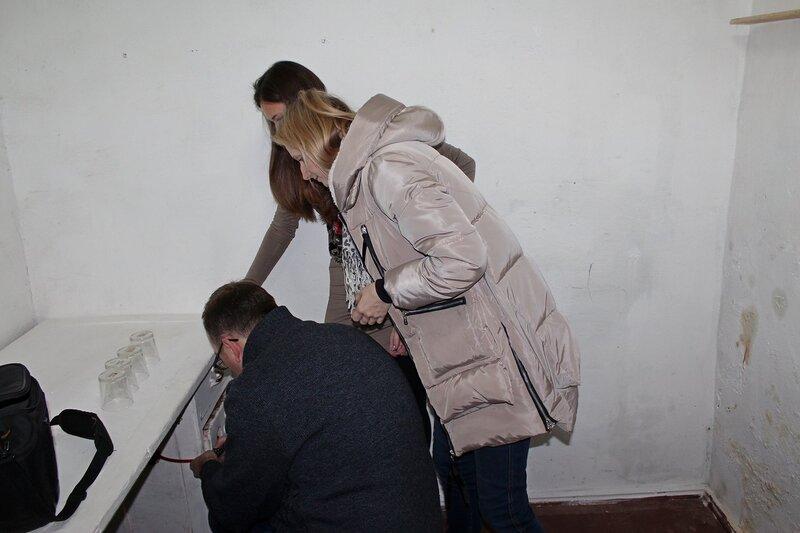 Вскрываем кодовый замок на ящике стоал в первой комнате - Логово ББ - Побег из комнаты в Кирове