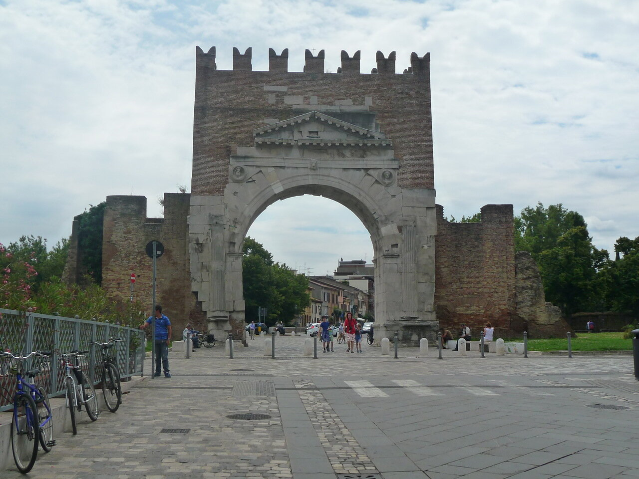 Знаменитая арка.
