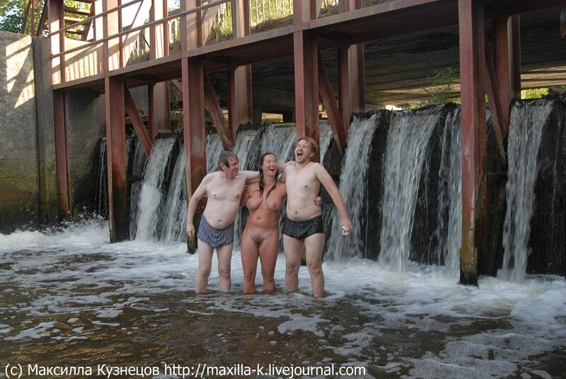 Трое у водопада