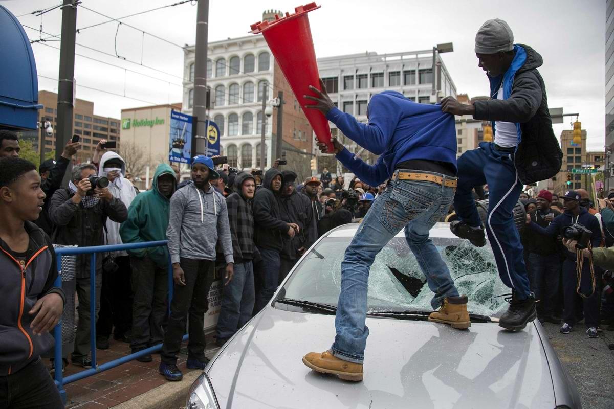 Конец полицейскому государству: Массовые протесты и уличные погромы в Балтиморе (США) (32)