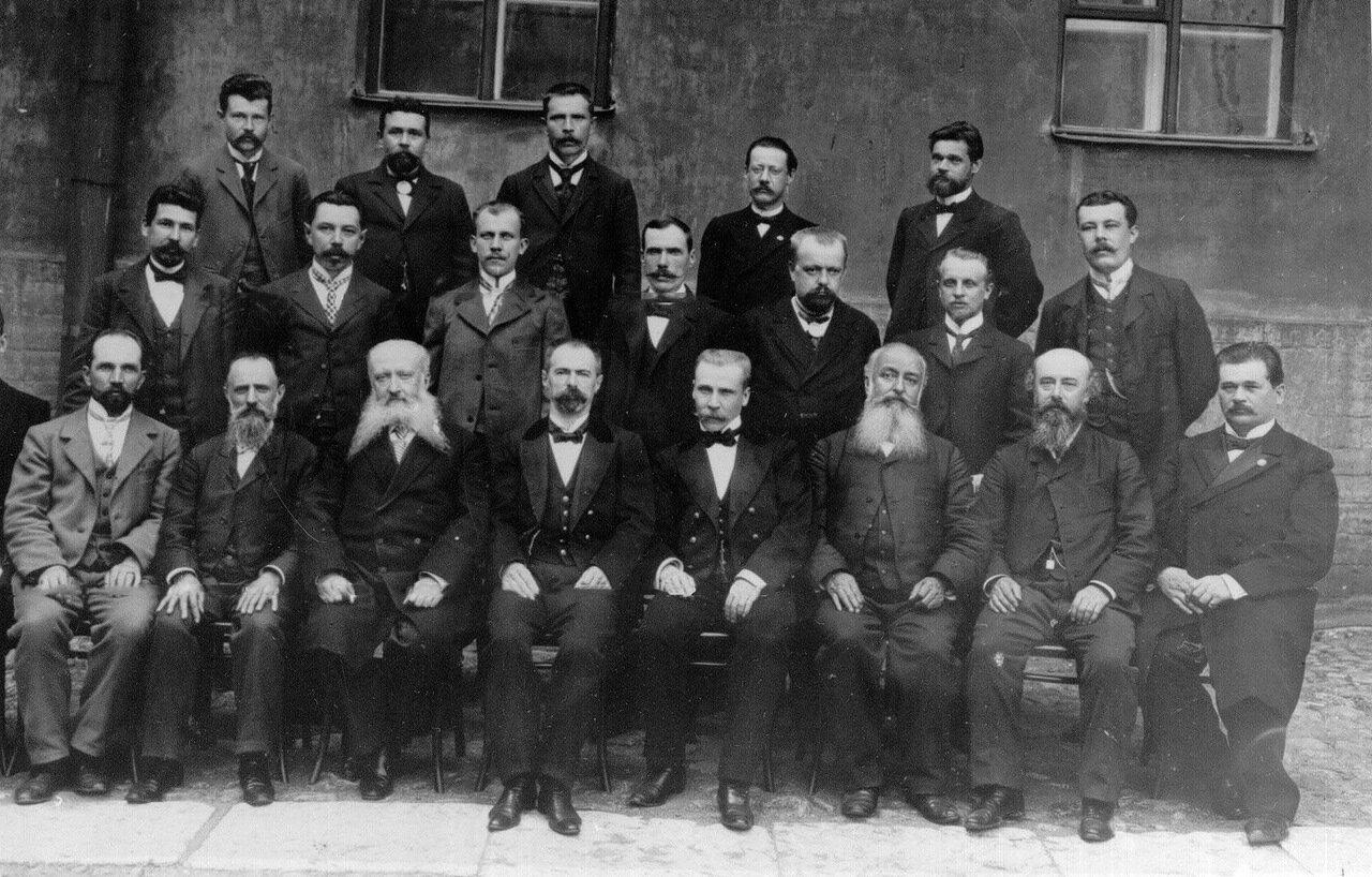 20. Группа служащих типографии