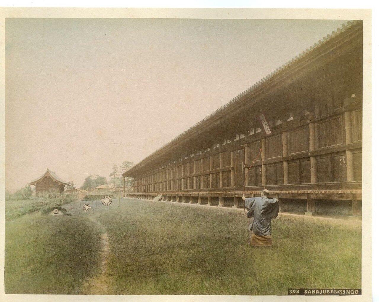 Киото. Сандзюсангэн-до в районе Хигасияма