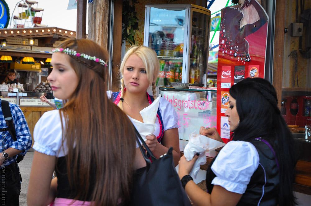 Женские выпуклости и впадины на Октоберфесте girls-Oktoberfest-(8).jpg