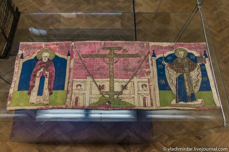 Пелена подвесная «Голгофский крест со святыми Николаем Чудотворцем и Сергием Радонежским»
